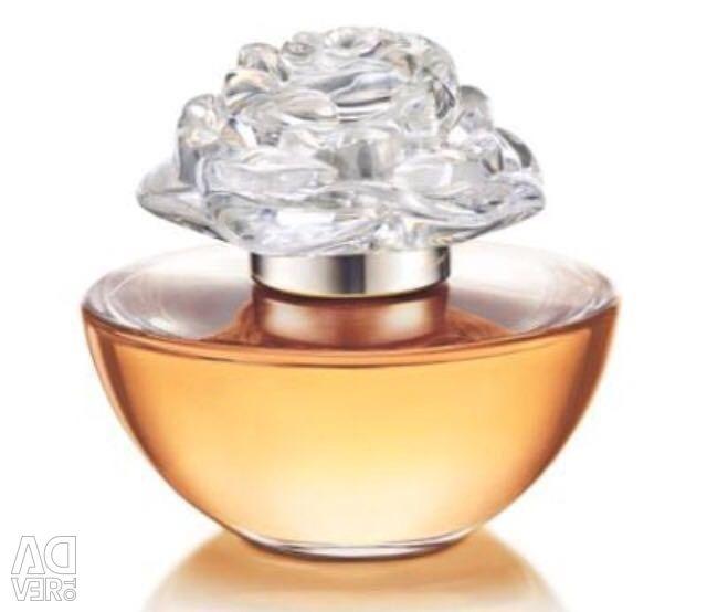 Avon în Bloom de Reese Witherspoon