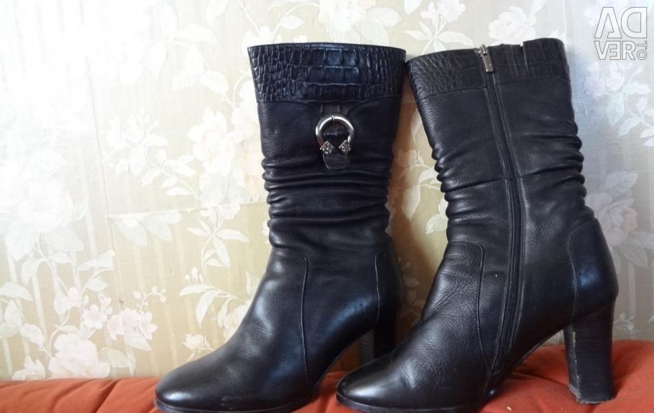 Leather winter boots black