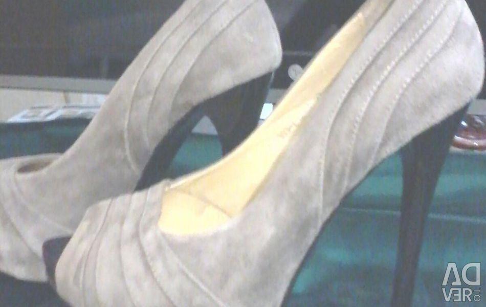 Slippers. DinoRicci.