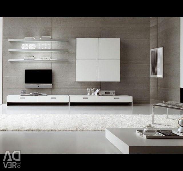 Mobilier în camera de zi. TV slide, perete în hol