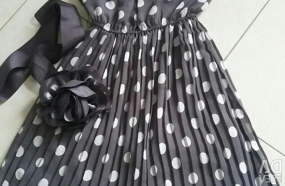 The dress is in excellent condition.
