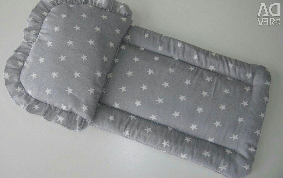 Στρώμα και μαξιλάρι στο καροτσάκι