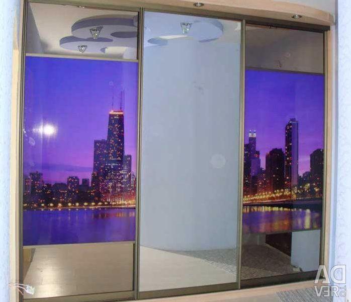 Συρόμενη ντουλάπα με πόρτες Mirror.