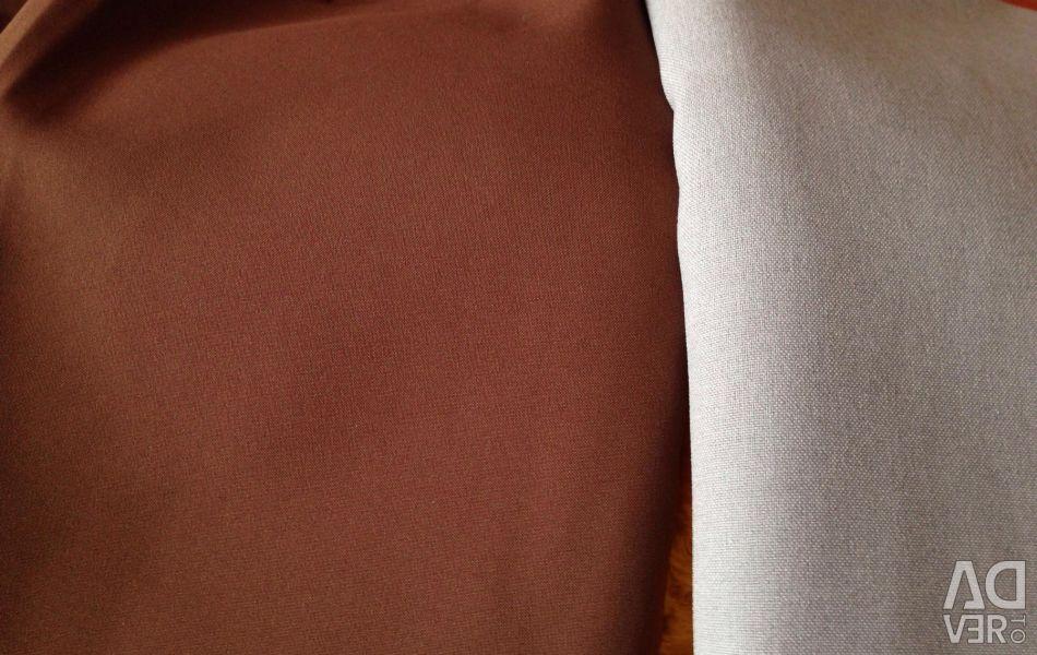 The cut on the skirt thin raincoat