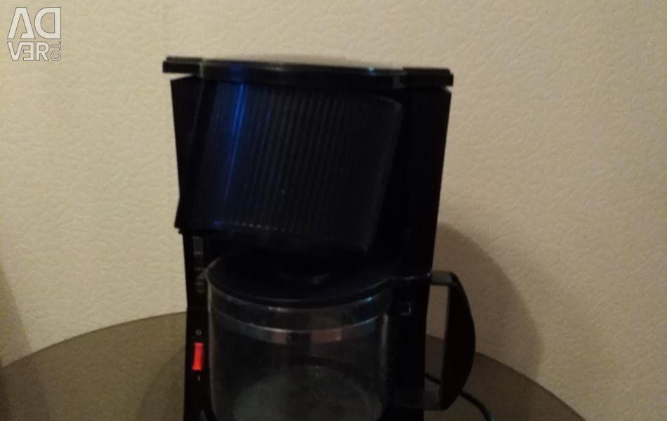 Cafeaua este în stare excelentă, nu este folosită