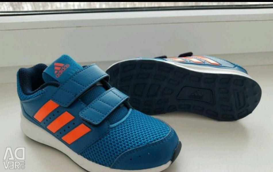 Νέα αθλητικά παπούτσια adidas