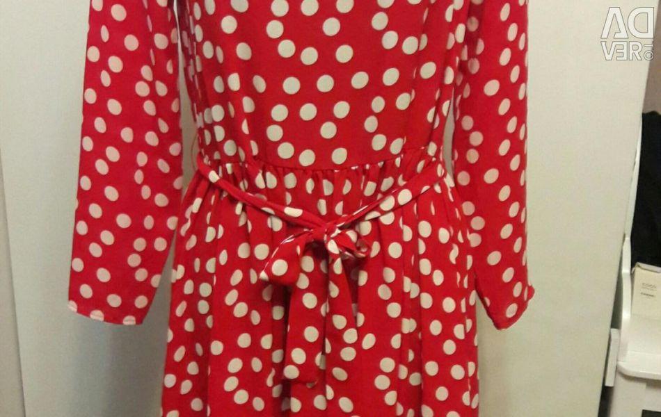 Φόρεμα κόκκινο σε μπιζέλια