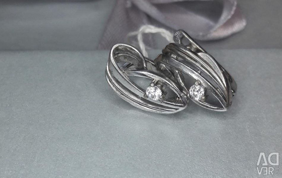 Earrings are made of 925 silver. Weight 2.64 g