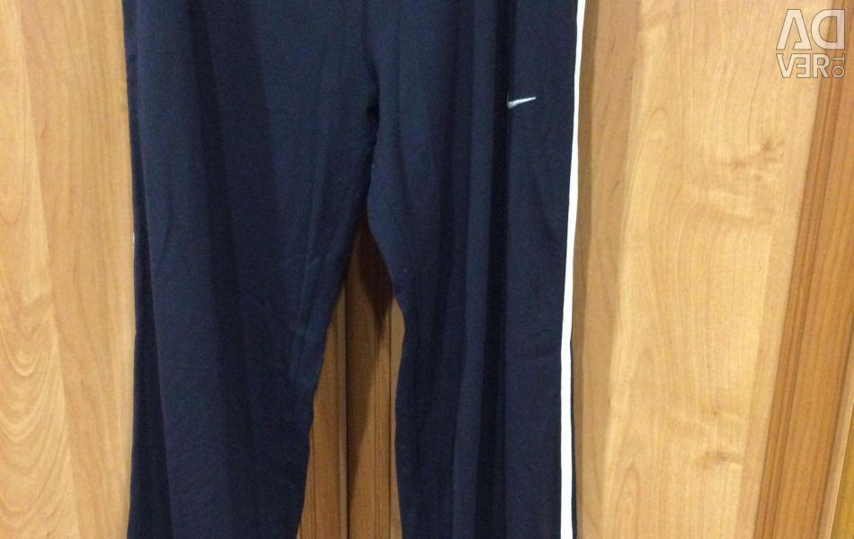 Τα αθλητικά παντελόνια Nike μεγέθους 48-50