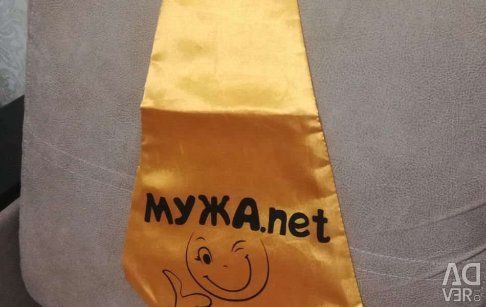 Краватка-гігант з написом