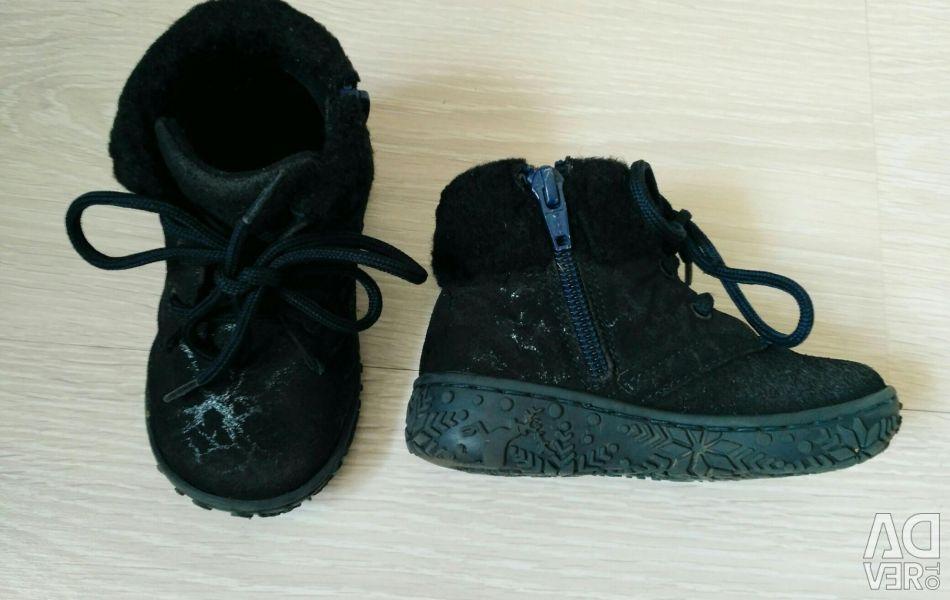 Bir kız için ayakkabı boyutu 22