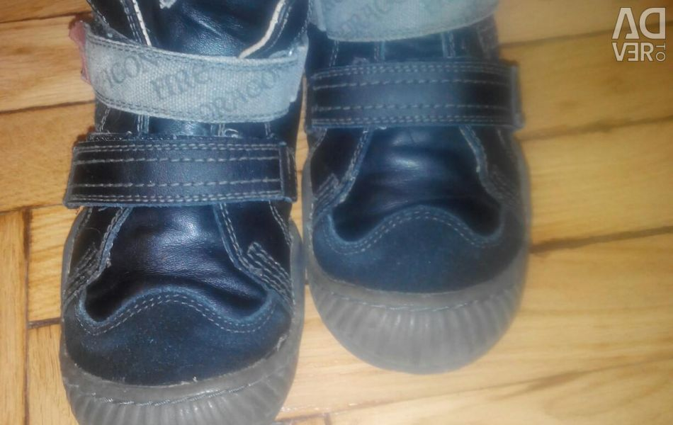 Demi-season boots. Leather.