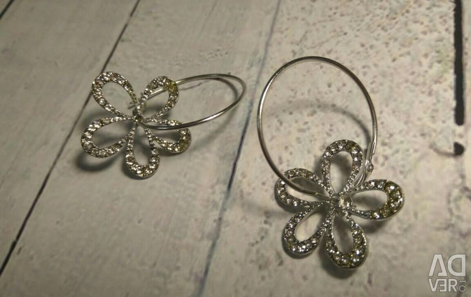 Earrings with flower