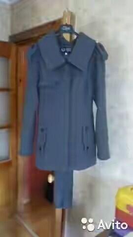 Πουλάω ένα παλτό μιας γυναίκας