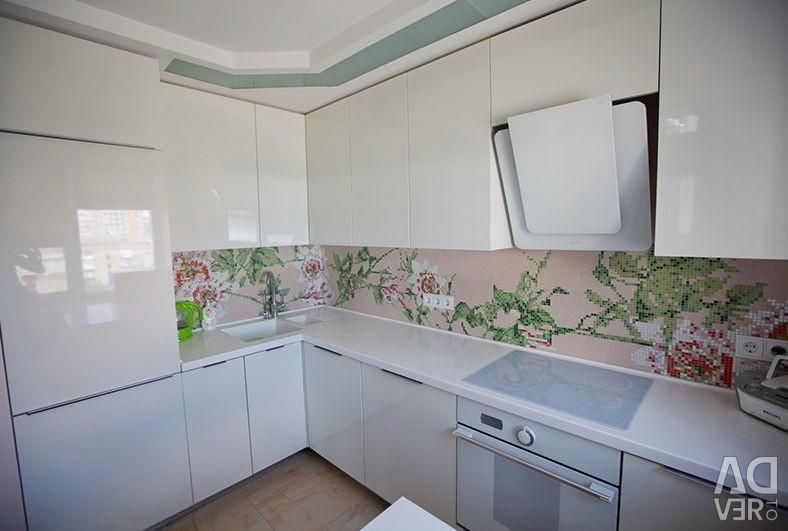 Kitchen Glossy in White Color