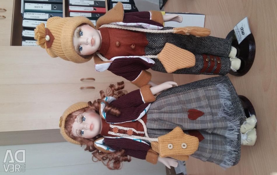 Collectible couple dolls with mittens
