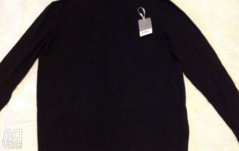 New cashmere neckline sweater.