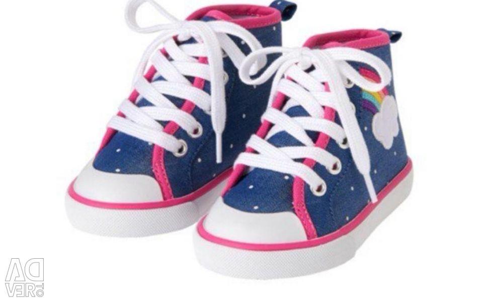 New gymboree gym shoes