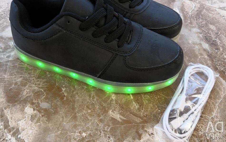 Pantofi strălucitori