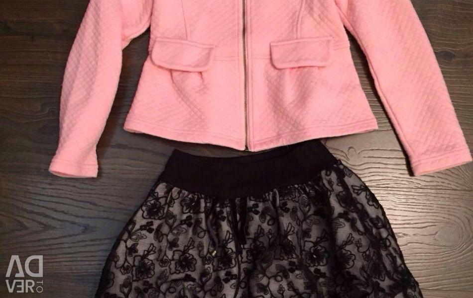Μπουφάν και μια φούστα για ένα κορίτσι