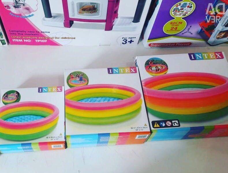Piscine de curcubeu pentru copii în diverse dimensiuni cu gonflabile