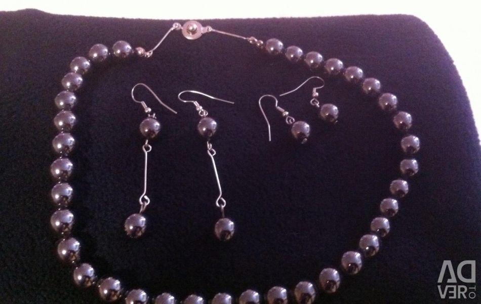 Ожерелье и серьги из гематита