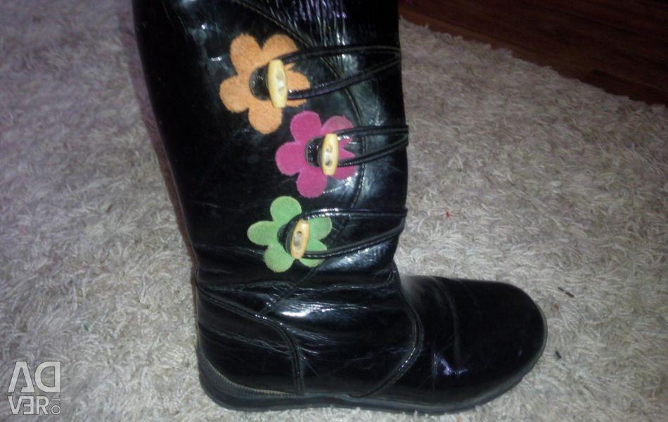 Varnish boots autumn-spring, size 31