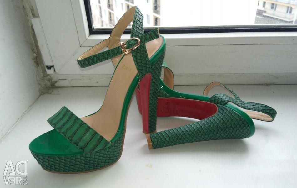 Sandals. R. 36