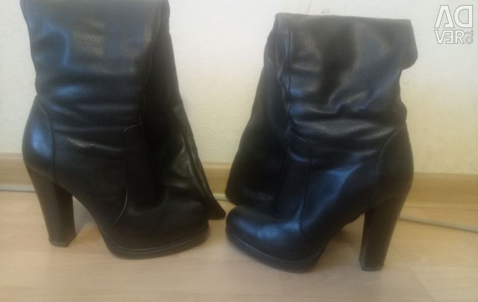 Treads leather