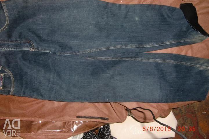 Jeans pentru un adolescent încălzit.