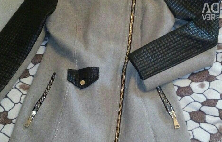 The coat is female, demi-season