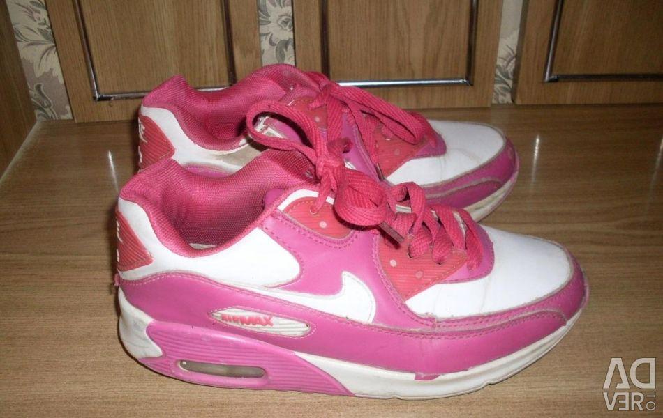 Adidasi pentru femei