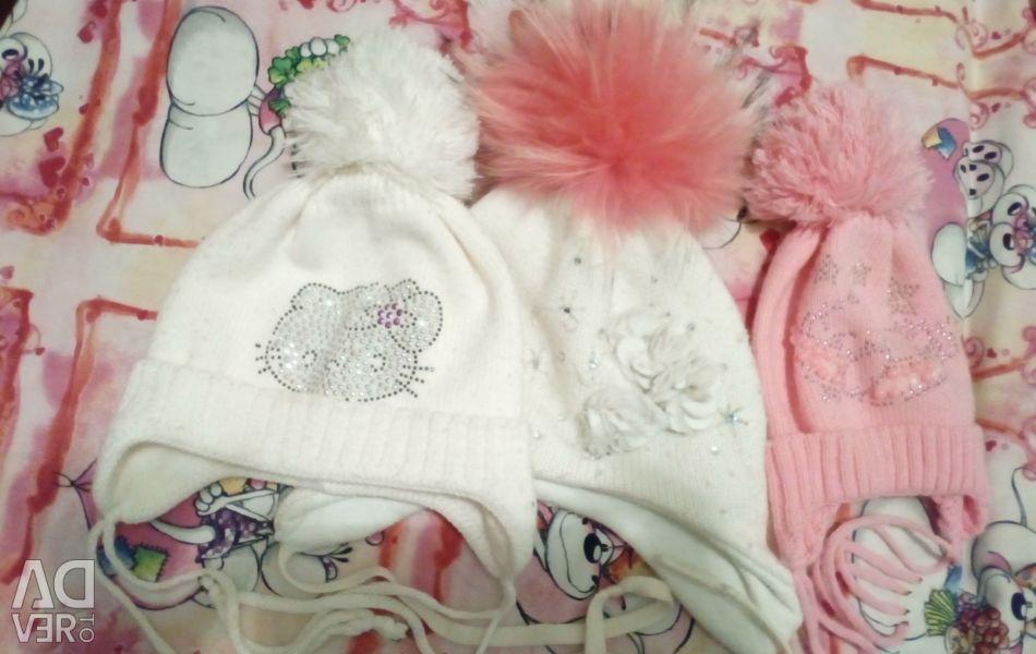 Kızlar için şapkalar, 100 ruble. 3 kapak için