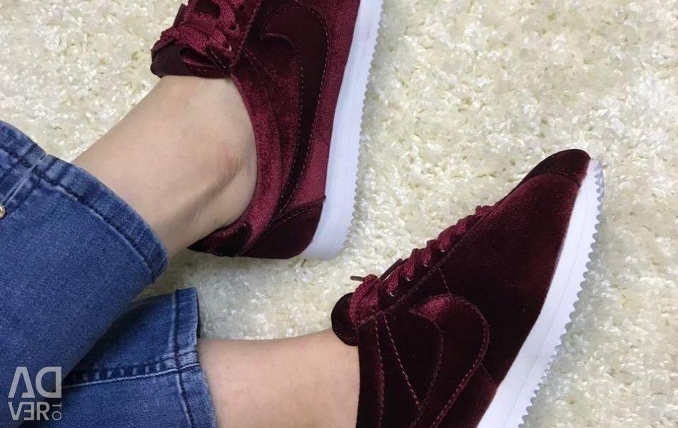 Nike spor ayakkabısı