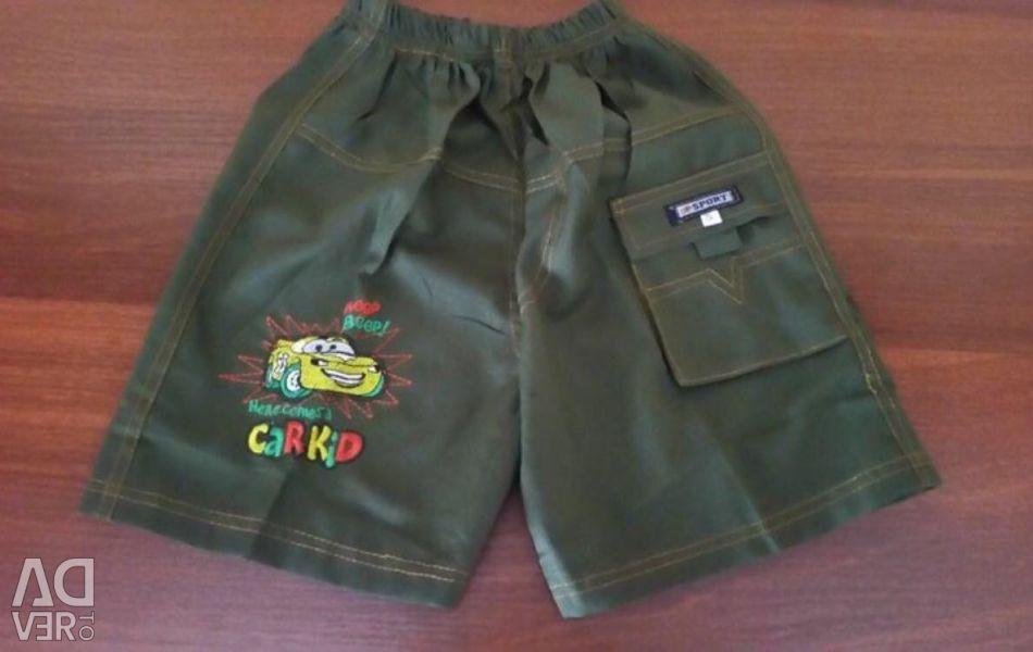 Voi vinde pantaloni scurți pe băiat timp de 6-8 ani