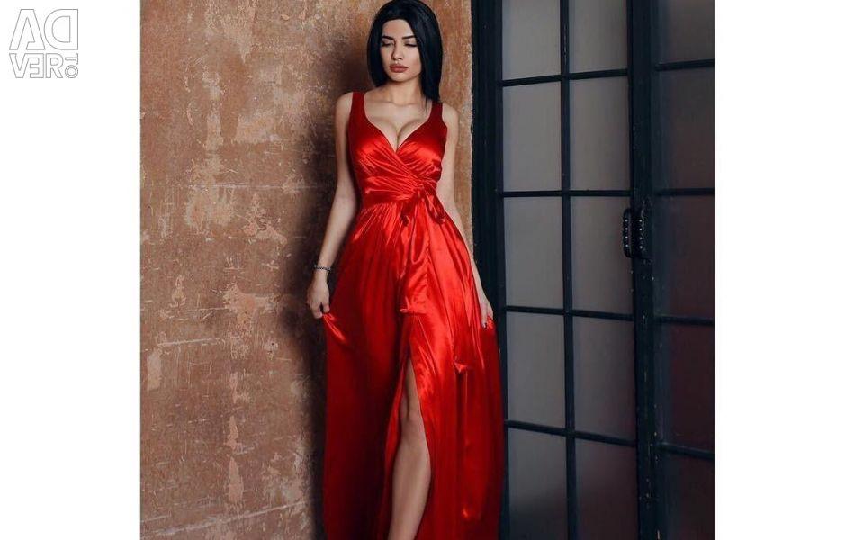 Βραδινό φόρεμα στο πάτωμα