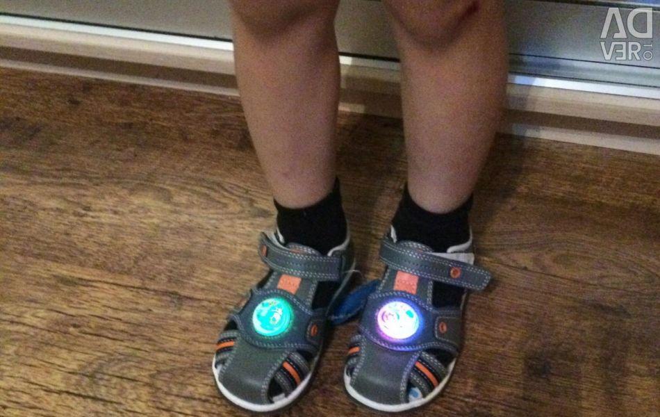 Dimensiuni noi de sandale luminoase 26