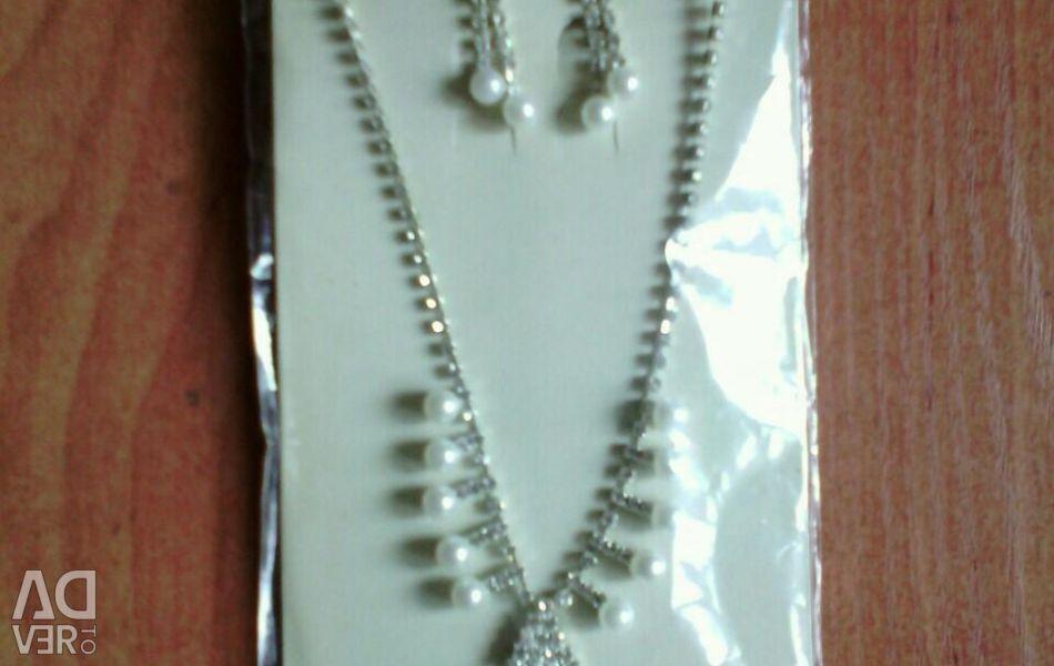 Jewelry set.