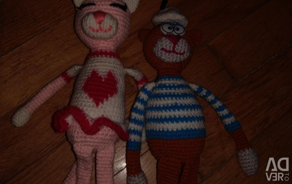 Cat and cat knitted