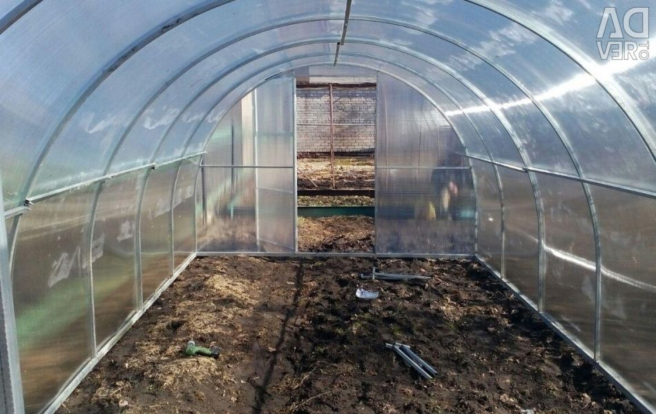 Greenhouse Pyshlitskaya People 3x4