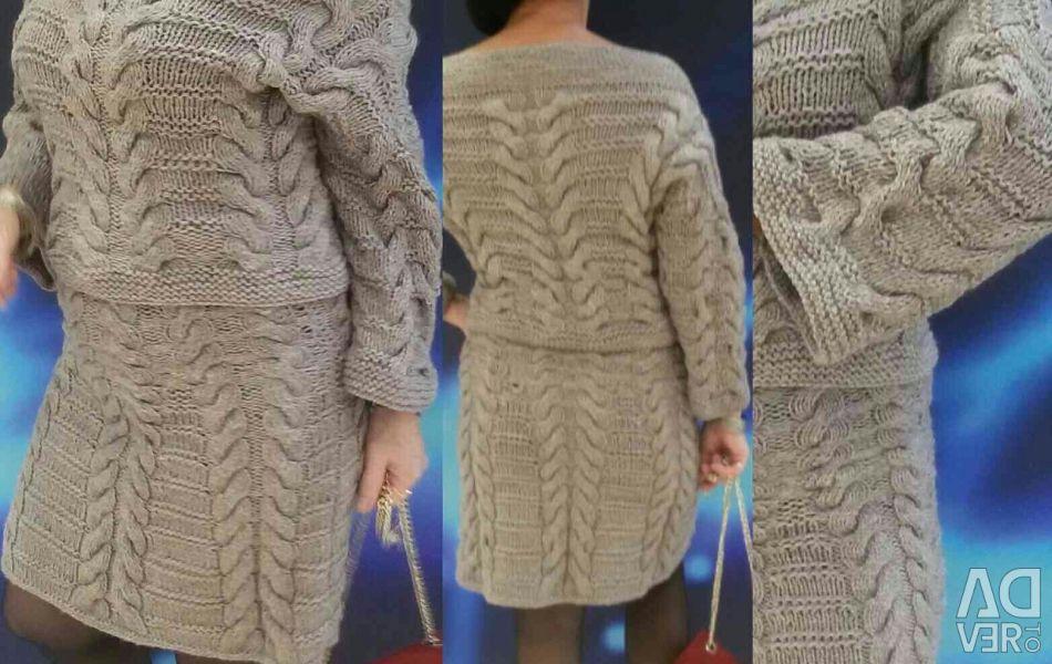 Вязаный женский костюм