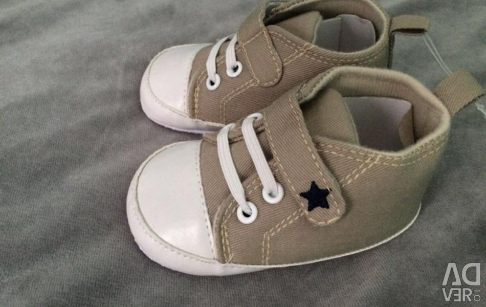 Sneakers 6-12 months