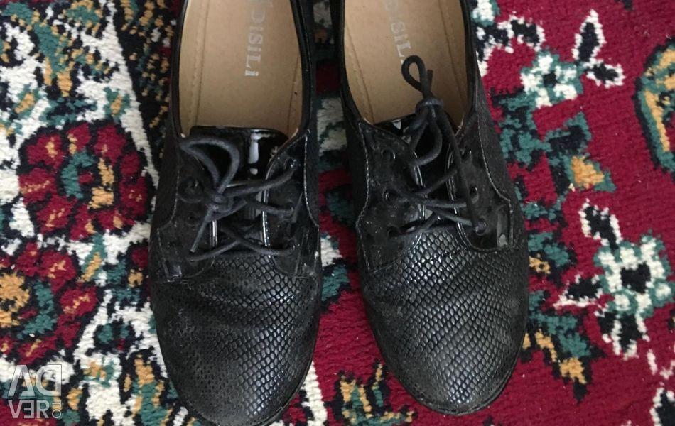 Туфлі без підборів