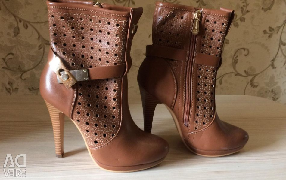 Spring boots, new
