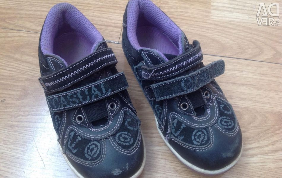 Children's sneakers. Size 28