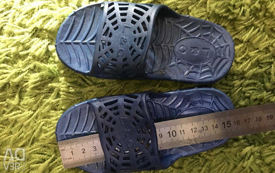 Papuci din cauciuc