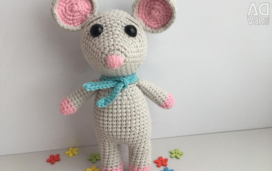 Knitted little mouse