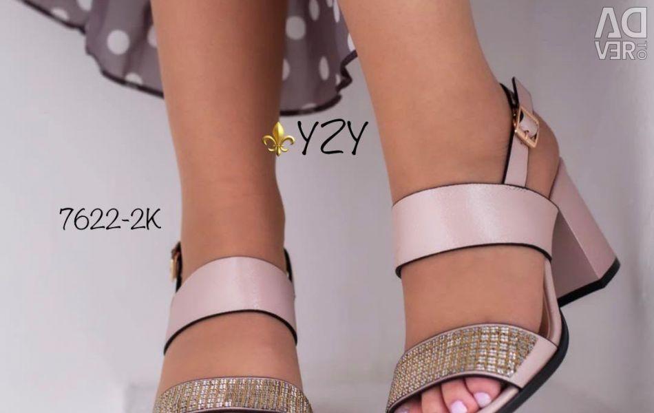 Sandals new p. 39 25 cm