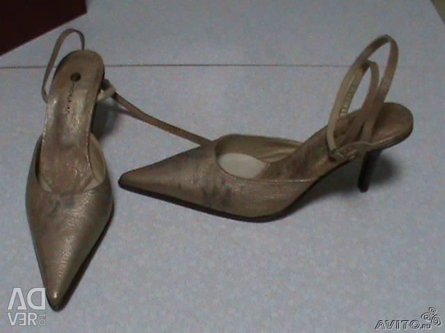 Sandale. LA NOTTE