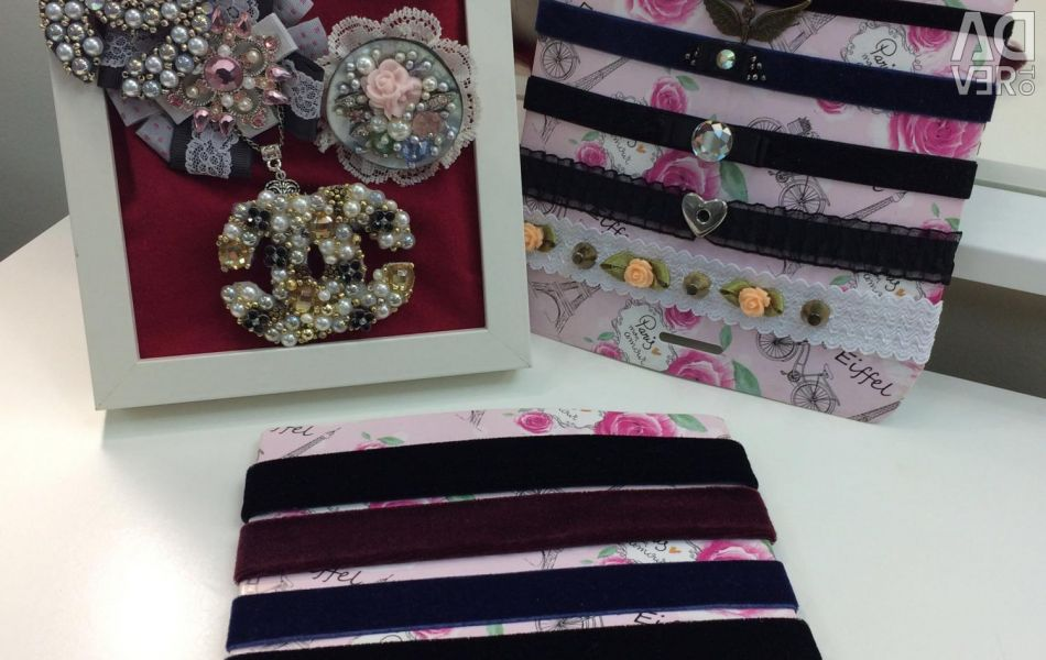 Handcrafted chokers and brooches